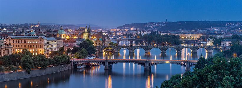 捷克布拉格伏尔塔瓦河全景图图片