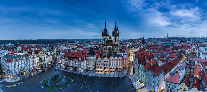 俯瞰布拉格老城广场夜景全景图图片