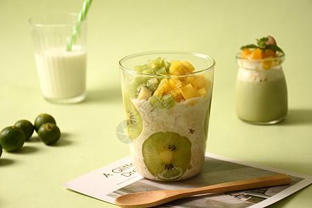 猕猴桃燕麦酸奶杯图片