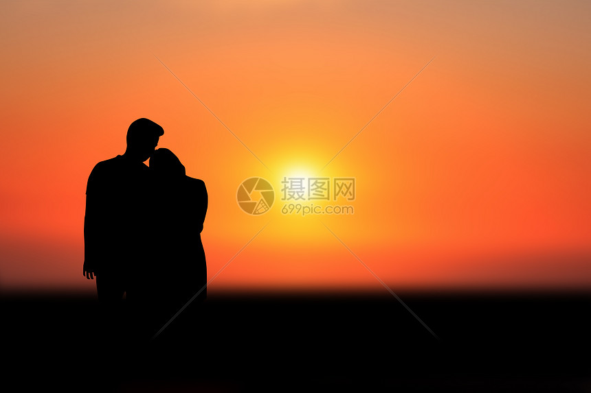 黄昏下的情侣图片