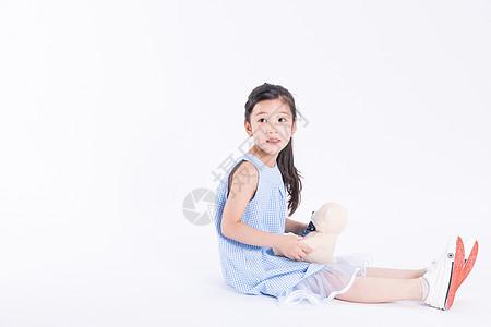 儿童与玩偶图片