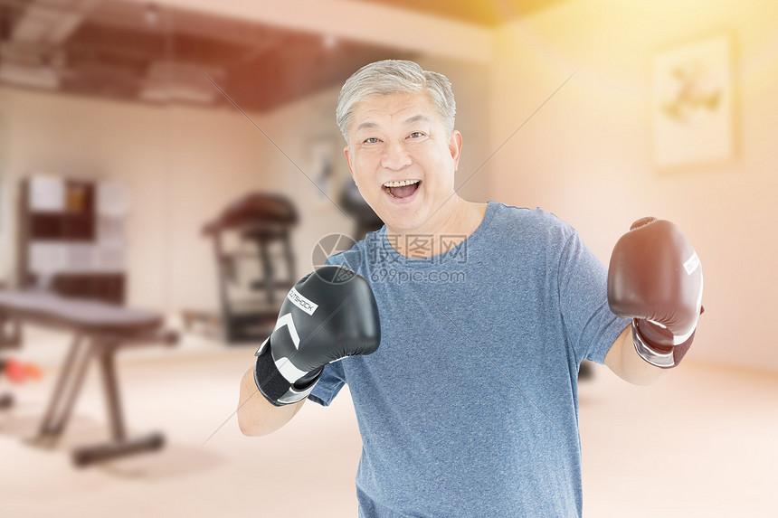 老人健身图片
