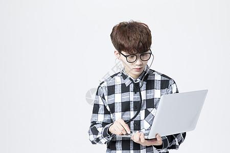it男性修理电脑图片