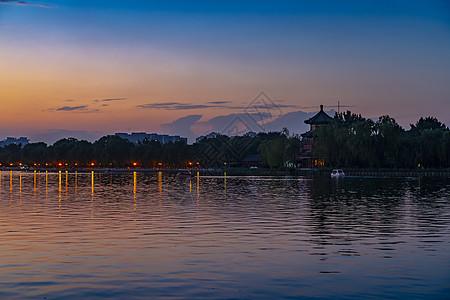 日落后的什刹海-望海楼图片