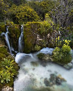 五彩池的溪流特写图片