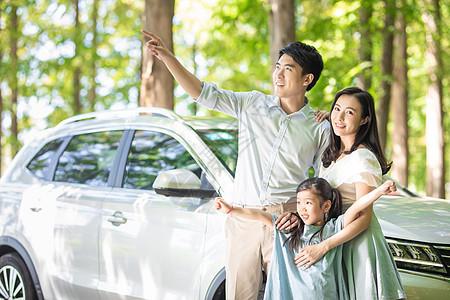 家庭汽车出行图片