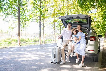 一家三口汽车旅行图片