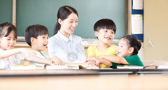 小学生师生教育图片