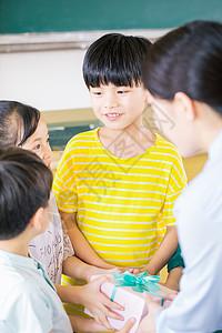 学生教师节送礼图片