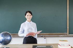 女教师上课图片