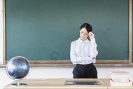 女教师生气图片