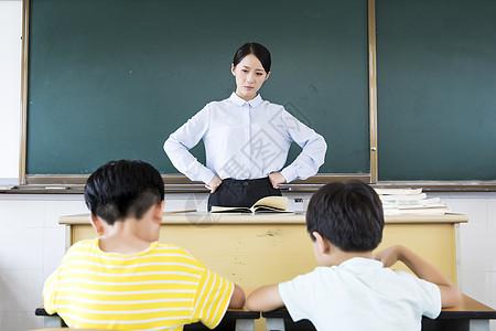 女教师上课生气烦恼图片