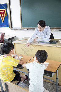 女教师上课小学生图片