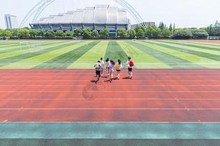 大学生奔跑图片