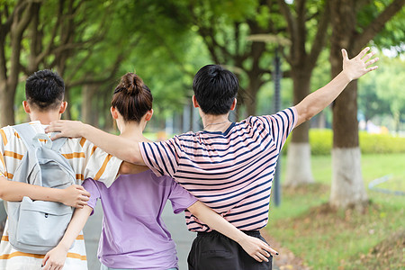 大学生欢呼背影图片