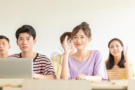 女大学生课堂举手图片