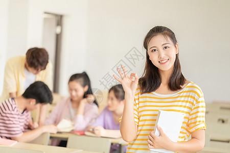 女大学生上课图片