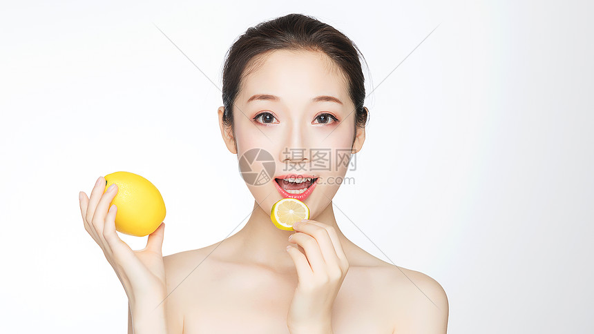美女维生素护肤图片