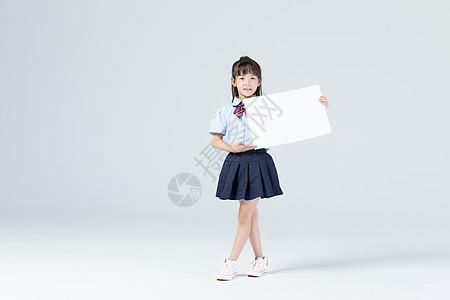 儿童学生手拿白板图片
