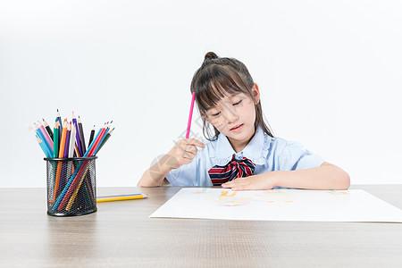 喜欢画画的儿童图片