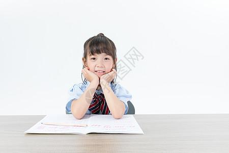 快乐认真学习的儿童图片