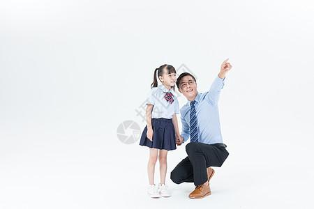 父女手牵手图片