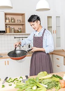 做饭的男生图片