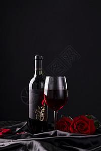 红酒高脚杯图片