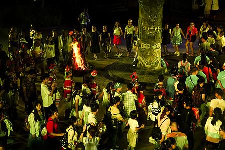 彝族火把节篝火晚会图片