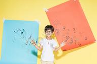 儿童开心画画图片