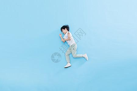 儿童奔跑创意照图片