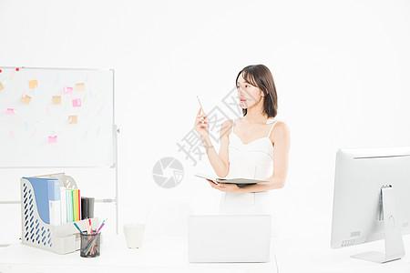 女设计师创作记录图片