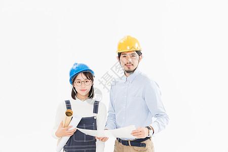 工程师讨论设计图图片