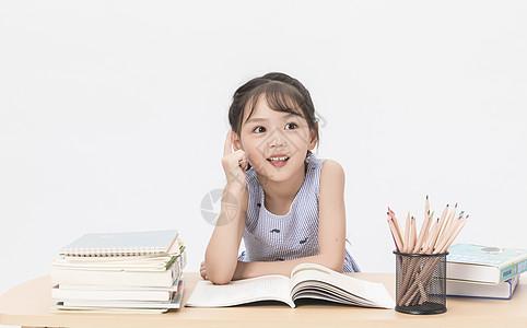 女学生写作业图片