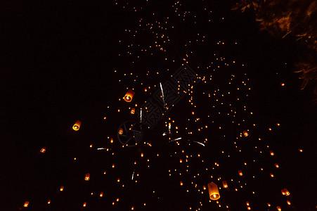 泰国清迈万人天灯节图片
