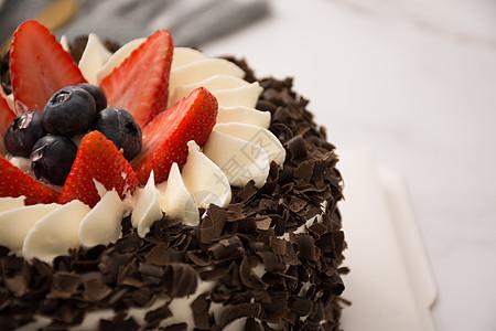 巧克力草莓生日蛋糕图片