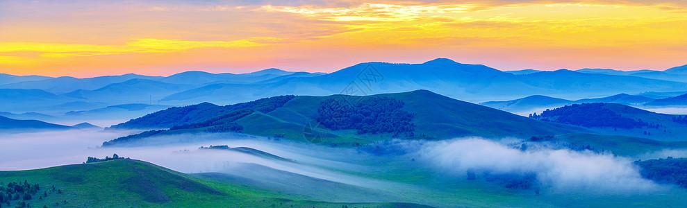 大气磅礴云雾缭绕的山峦图片