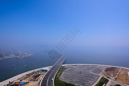 云雾下的跨海大桥图片