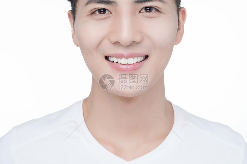 男性牙齿展示图片