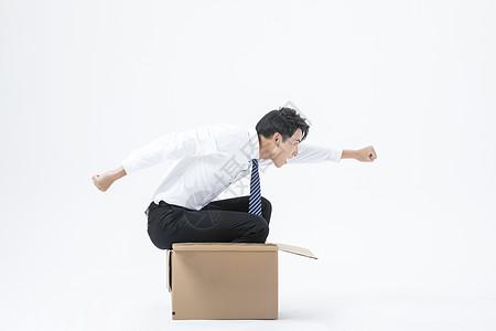 商务男性纸箱开车图片