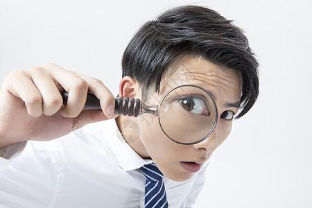 商务男性放大镜观察图片