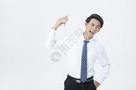 商务男性电话交谈图片