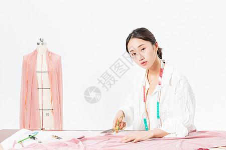 女设计师服装裁剪图片