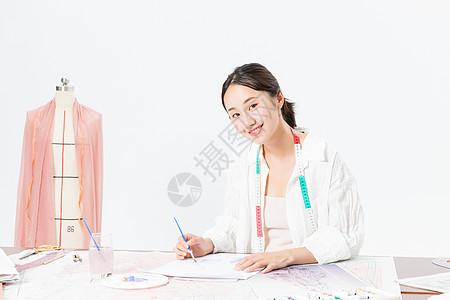 服装设计师在画图图片
