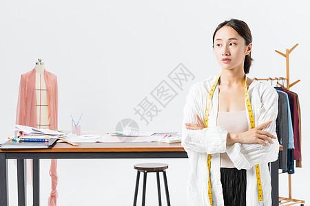 年轻美丽服装设计师图片