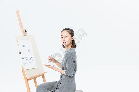 文艺青年在画画图片