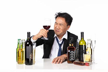 商务男饮酒烦恼图片