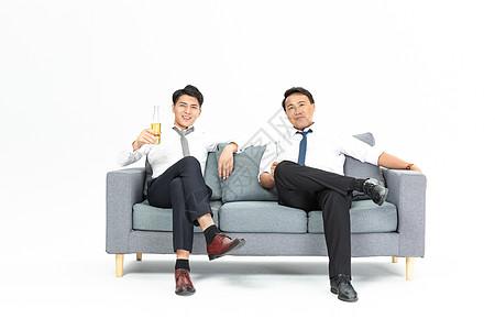 商务男士饮酒图片