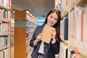 学生图书馆看书图片