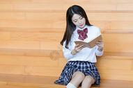 图书馆阅读美女人像图片